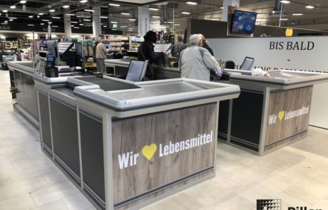 Pillen checkouts kassameubel in suparmarkt omgeving