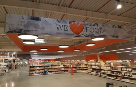 Textiel plafonelement in retail omgeving