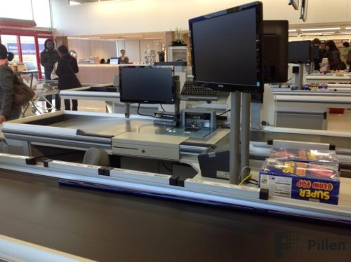 Monitorhouders door Pillen Checkouts systems